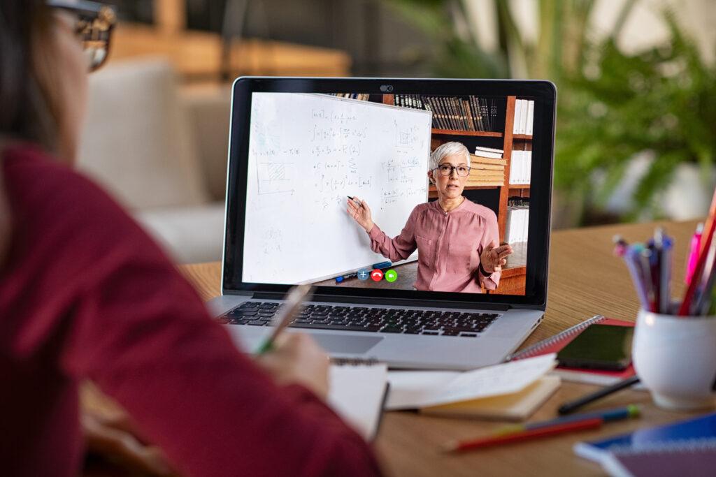 Customer Journey en el sector educación: mejora de la experiencia del alumno en el nuevo entorno digital
